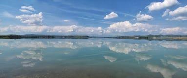 R?flexion sur le lac photographie stock libre de droits