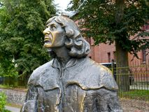 r Fragmento de um monumento a Nicolaus Copernicus, vista lateral imagens de stock