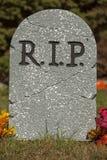 R.I.P. Grave Stone lizenzfreie stockfotos