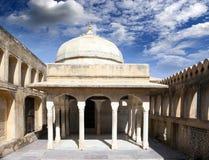 r Jaipur Ηλέκτρινο τοπίο πόλεων οχυρών στην ηλιόλουστη ημέρα στοκ εικόνα με δικαίωμα ελεύθερης χρήσης