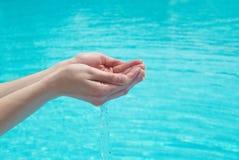 ręk istoty ludzkiej woda Zdjęcie Royalty Free