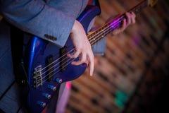 Ręka basowy gracz Obraz Royalty Free