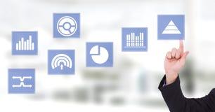 Ręka dotyka biznesowej mapy statystyki ikony Zdjęcie Stock