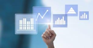 Ręka dotyka biznesowej mapy statystyki ikony Fotografia Royalty Free