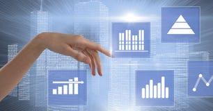 Ręka dotyka biznesowej mapy statystyki ikony Obrazy Stock
