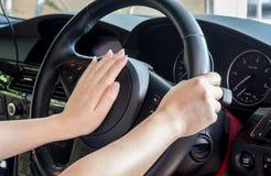 Ręka kierowcy sterowanie Obrazy Royalty Free