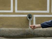 Ręka pod waterwater spout w Europe Zdjęcia Royalty Free