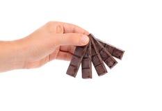 Ręka trzyma czekoladowych bary. Zdjęcie Royalty Free