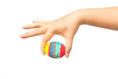 Ręka trzyma Easter jajko Zdjęcia Royalty Free