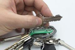 Ręka trzyma klucze mieszkanie Zdjęcie Stock