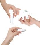 Ręka trzyma USB kluczowego magazyn Zdjęcia Stock