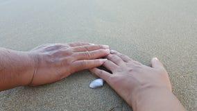 Ręka trzyma wpólnie Obrazy Stock