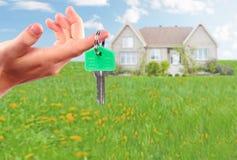 Ręka z domu kluczem Fotografia Stock