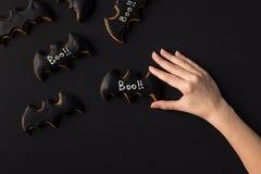 Ręka z Halloween ciastkami Zdjęcie Stock