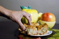 Ręka Z kulebiakiem Zdjęcie Stock