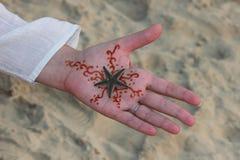 Ręka z rysunkowym mehndi Fotografia Royalty Free