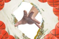 Ręki chwyta koszykówka Zdjęcie Stock