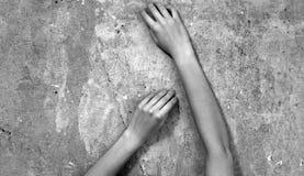 Ręki dziewczyna despairingly Obrazy Royalty Free