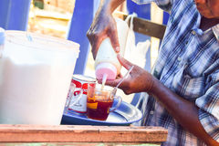 Ręki herbaciany producent Obrazy Royalty Free