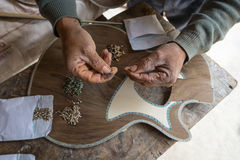 Ręki luthier Obraz Royalty Free