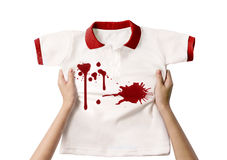 Ręki mienia brudna koszula fotografia stock