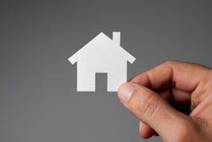 Ręki mienia modela dom. Obraz Royalty Free