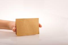 Ręki mienia papier Zdjęcia Stock
