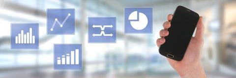 Ręki mienia telefonu i biznesowej mapy statystyki ikony Fotografia Royalty Free
