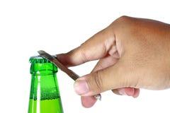 Ręki otwarta zielona butelka Zdjęcia Royalty Free