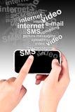 ręki smartphone macanie fotografia stock