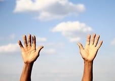Ręki up w niebie Obrazy Stock