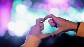 Ręki w formie serce koncerta zdjęcie wideo