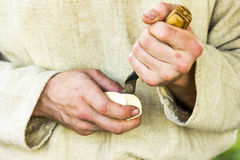 Ręki woodcarver Fotografia Royalty Free