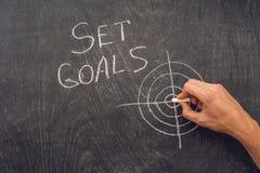 Ręki writing celów Ustalony temat na chalkboard Zdjęcie Stock