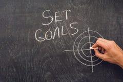 Ręki writing celów Ustalony temat na chalkboard Zdjęcie Royalty Free