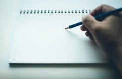 Ręki writing na pustym notatniku Zdjęcie Royalty Free