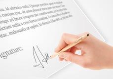 Ręki writing osobisty podpis na papierowej formie Obraz Royalty Free