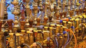 R??norodni nargile sprzedaj? na pokazie Arabski pami?tkarski sklep w Egipt zbiory wideo