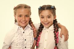 r o 友谊和妇女团体 有完善的头发的小女孩孩子 o 免版税库存图片