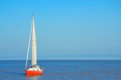röd yacht Royaltyfri Bild