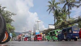 r Phuket, Tajlandia, Listopad 2016 - drogowy ruch drogowy przy dniem zbiory