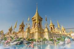 A r?plica real do cremat?rio para o rei Bhumibol Adulyadej Pra pode Ru Maat em Sanam Luang para a cerim?nia f?nebre real da crema fotografia de stock