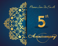 5 år årsdagkort, dekorativa blom- beståndsdelar för 5th årsdag Arkivfoton