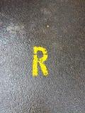 R se connectent une rue humide photographie stock