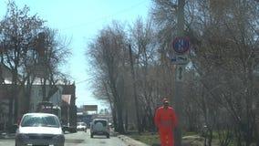 R?ssia, Samara April 20, 2019: A rua de Maxim Gorky, trabalhadores colocou o asfalto na estrada vídeos de arquivo