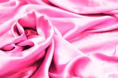 R?tt eller rosa siden- gardin- och stoppningtyg fr?n borgg?rden royaltyfria foton