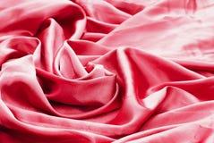 R?tt eller rosa siden- gardin- och stoppningtyg fr?n borgg?rden arkivfoton