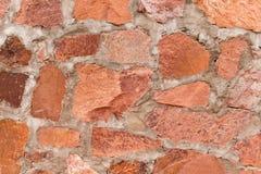 R?tt stena utomhus- bakgrund f?r v?ggen, och textur av dekorativt kritiserar stenen arkivbild