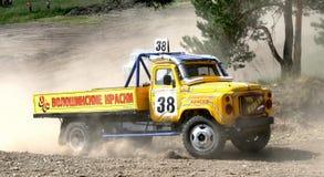 Raça através dos campos do caminhão Foto de Stock Royalty Free