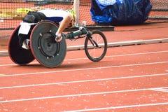 Raça da cadeira de roda para pessoas incapacitadas fotos de stock